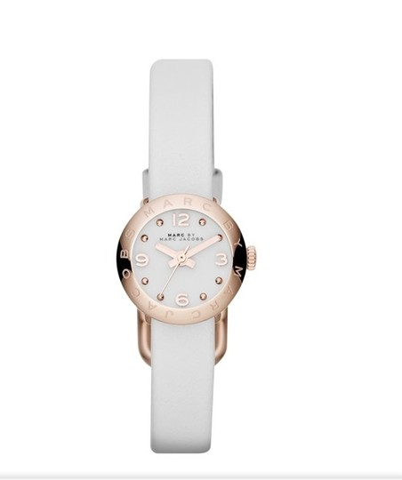 Preload https://item1.tradesy.com/images/marc-by-marc-jacobs-with-bonusesrose-gold-with-white-leather-strap-watch-523545-0-0.jpg?width=440&height=440
