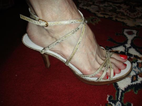 Bandolino Leather Strappy Pbhc tan & brown python print Sandals