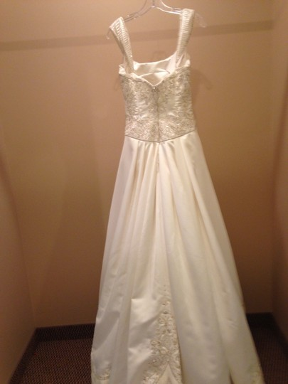 Victoria's Secret Candlelight/Gold 8110 Traditional Wedding Dress Size 10 (M)