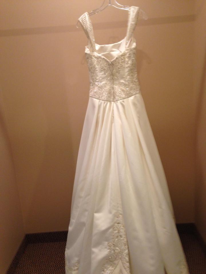 Victoria\'s Secret Candlelight/Gold 8110 Traditional Wedding Dress ...