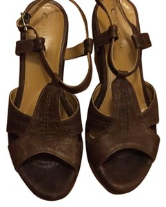La Canadienne Brown Wedges