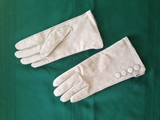 Preload https://item3.tradesy.com/images/custom-made-genuine-leather-suede-gloves-5247097-0-0.jpg?width=440&height=440
