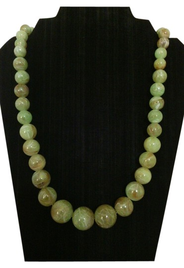 Preload https://item1.tradesy.com/images/simulated-green-agate-vintage-graduated-necklace-simulated-green-agate-vintage-graduated-necklace-5249005-0-6.jpg?width=440&height=440