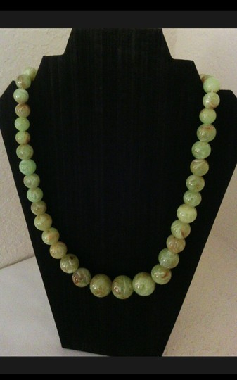 Simulated Green Agate Vintage Graduated Necklace Simulated Green Agate Vintage Graduated Necklace