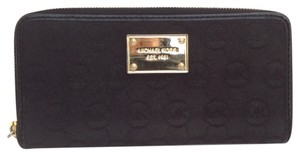 Michael Kors Michael Kors Jet Set MK black cloth zip around