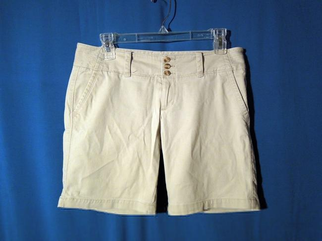 Preload https://item5.tradesy.com/images/american-eagle-outfitters-bermuda-shorts-5252284-0-0.jpg?width=400&height=650