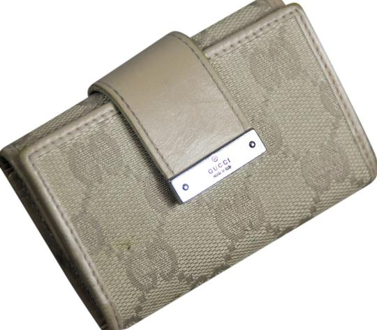 Preload https://item2.tradesy.com/images/gucci-peach-canvas-key-holder-wallet-5252536-0-0.jpg?width=440&height=440