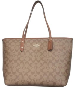 Coach Signature Canvas Tote in Khaki / Luggage