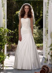 David's Bridal White Satin Strapless A-line Gown with Dropped Waist Style: V3330 Wedding Dress Size 2 (XS)