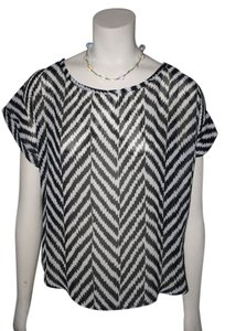 POINT Chevron Zig Zag Button Back Top BLACK AND WHITE