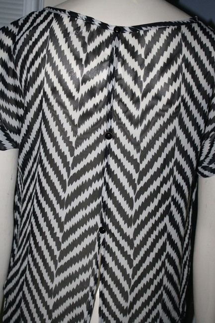 POINT Chevron Zig Zag Button Sheer Top BLACK AND WHITE