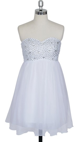 White Chiffon Crystal Beads Bodice Sweetheart Short Feminine Bridesmaid/Mob Dress Size 14 (L)