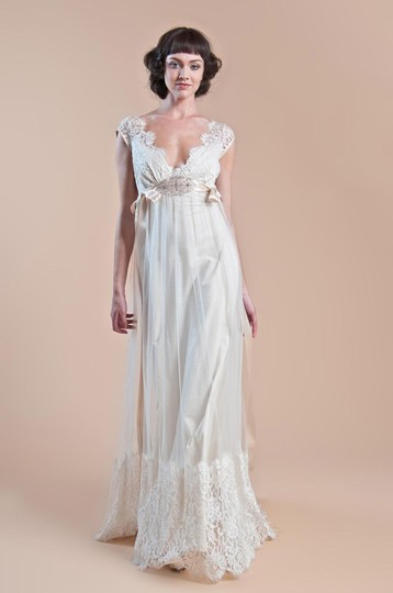Preload https://item3.tradesy.com/images/claire-pettibone-queen-anne-s-lace-wedding-dress-526002-0-0.jpg?width=440&height=440