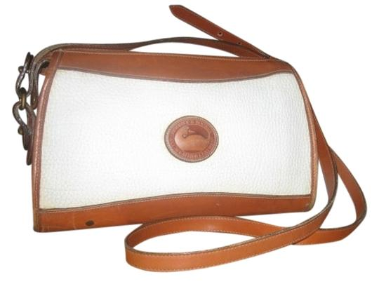 Preload https://item1.tradesy.com/images/dooney-and-bourke-classic-zip-top-case-r19-bone-tan-all-weather-leather-shoulder-bag-526025-0-0.jpg?width=440&height=440