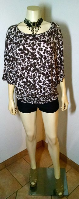 Michael Kors Size Small P1605 Top black, beige, white, brown