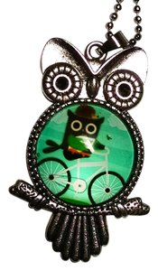 Owl Pendant Necklace Green Silver Tone 26 inch Long J1159