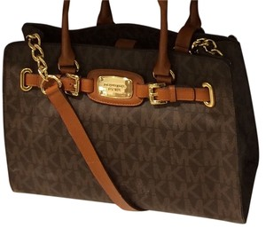 Michael Kors Hamilton East West Tote in Brown Signature