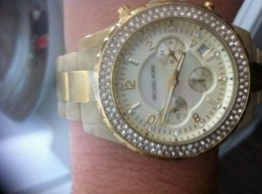 Preload https://item3.tradesy.com/images/michael-kors-cream-gold-glitz-chronograph-glitz-and-horn-watch-5282-0-0.jpg?width=440&height=440
