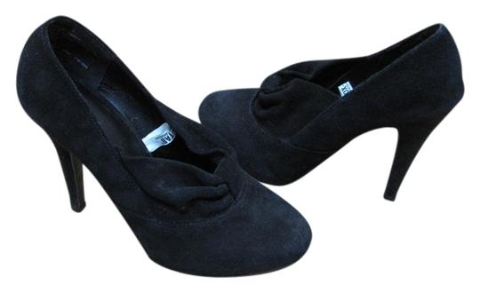 Preload https://item4.tradesy.com/images/mossimo-supply-co-black-very-good-condition-m-pumps-size-us-6-regular-m-b-5286328-0-0.jpg?width=440&height=440