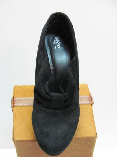 Mossimo Supply Co. Very Good Condition Size 6.00m Black Pumps