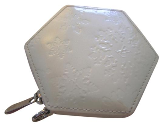 Preload https://item2.tradesy.com/images/louis-vuitton-white-flocon-snowflake-coin-purse-wallet-5288146-0-1.jpg?width=440&height=440