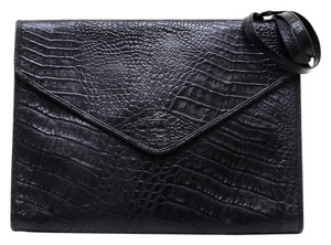 2490b29c6b79 Fendi Clutches - Up to 90% off at Tradesy