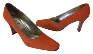 Vaneli Very Good Condition Leather Soles Size 7 N Orange Pumps