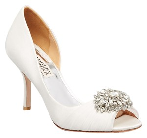 Badgley Mischka Pearson Satin Wedding Bridal White Pumps