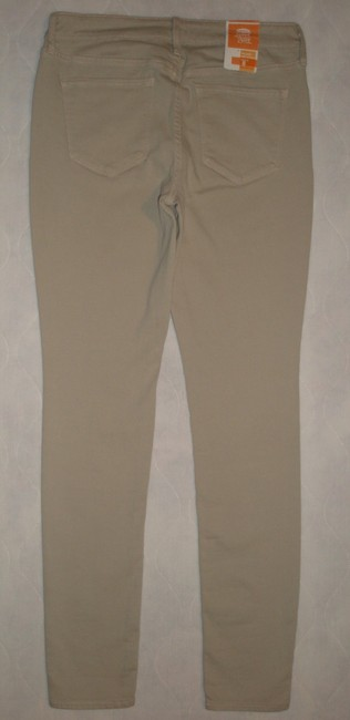 Old Navy 5 Pocket Style * Zip Fly * Cotton/Spandex * Machine Wahsable * Mis Rise * Slim Fit Skinny Jeans-Light Wash
