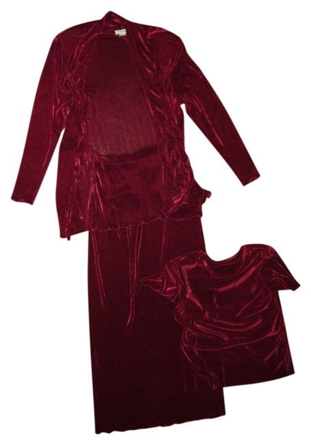 Preload https://item1.tradesy.com/images/cranberry-red-three-piece-suit-long-formal-dress-size-6-s-529660-0-0.jpg?width=400&height=650