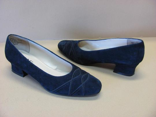 9.2.5 Very Good Condition Suede Leather Size 7.5 M Black Pumps