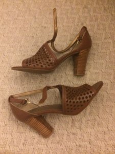 Joan & David Leather Brown Pumps