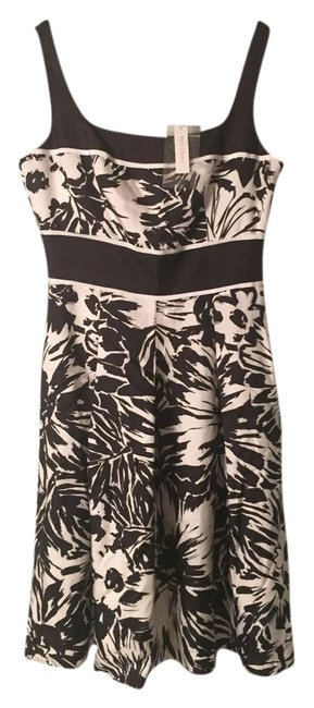 Preload https://item4.tradesy.com/images/white-house-black-market-and-sexy-cute-above-knee-night-out-dress-size-2-xs-5300683-0-0.jpg?width=400&height=650
