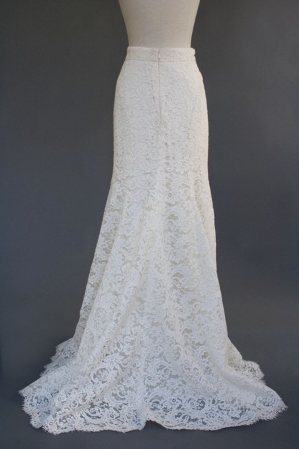 Item - Ivory Cotton Blend Alencon Lace Silk Blend Charmeuse Lining Violet Skirt Traditional Wedding Dress Size 6 (S)