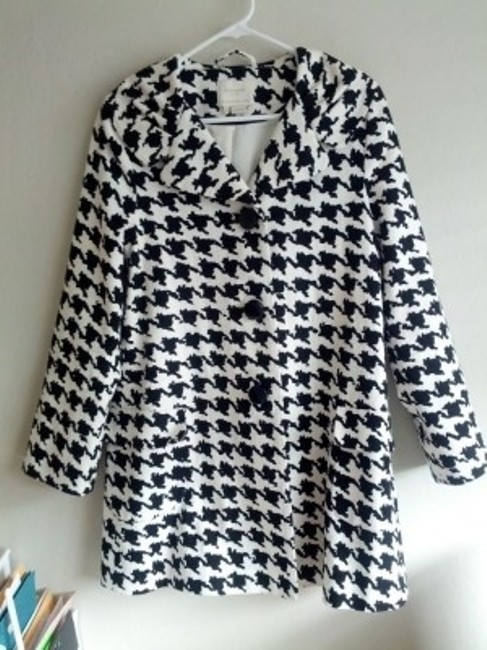 Preload https://item5.tradesy.com/images/kate-spade-black-and-white-houndstooth-rose-trench-coat-size-6-s-5304-0-0.jpg?width=400&height=650