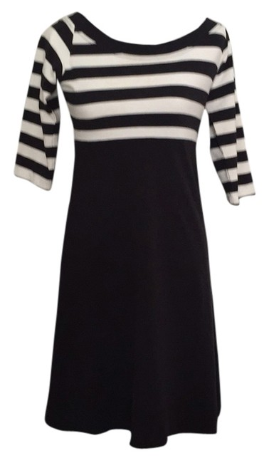Preload https://item5.tradesy.com/images/black-and-white-stripe-knee-length-short-casual-dress-size-8-m-5304319-0-0.jpg?width=400&height=650
