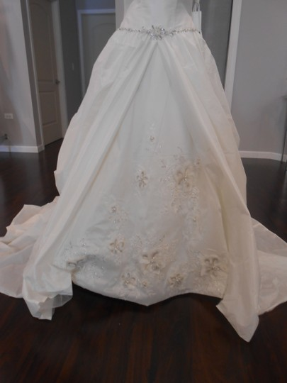 Anjolique Pale Ivory 2221 Traditional Wedding Dress Size 10 (M)