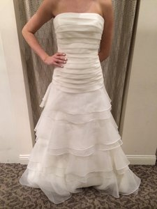 Pronovias Off-white Organza 5010 Modern Wedding Dress Size 12 (L)