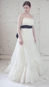 Vera Wang Ivory French Tulle Briana Traditional Wedding Dress Size 6 (S)
