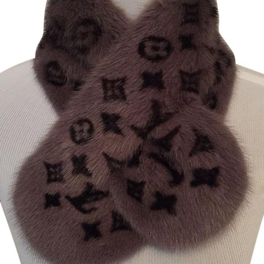 Preload https://item1.tradesy.com/images/louis-vuitton-gray-and-black-scarfwrap-5307190-0-0.jpg?width=440&height=440