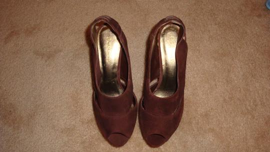 BCBGMAXAZRIA Brown and Tan Pumps