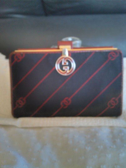 Preload https://item3.tradesy.com/images/gucci-rare-vintage-gucci-wallet-large-gold-clasp-5312002-0-0.jpg?width=440&height=440