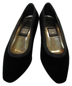 Nina Very Good Condition Black Pumps