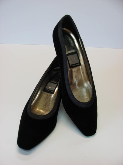Nina Very Good Condition Leather Soles Size 8.00 M Black Pumps