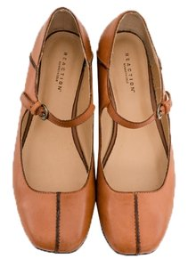 Kenneth Cole Reaction Tan Flats
