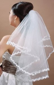 White Medium Flower Edge Elbow Lace Bridal Veils