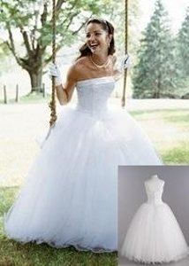 David's Bridal White Strapless Tulle Ball Gown with Beaded Satin Bodice Feminine Wedding Dress Size 2 (XS)
