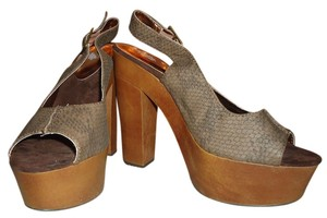 Charlotte Russe Platform Brown Sandal Chocolate/Wood Platforms