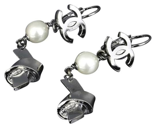 Preload https://item3.tradesy.com/images/chanel-chanel-cc-pearl-knot-silver-tone-monogram-dangle-drop-charm-earrings-5327167-0-0.jpg?width=440&height=440