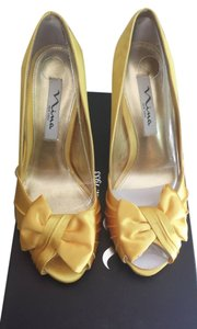 Nina Shoes Yellow Pumps